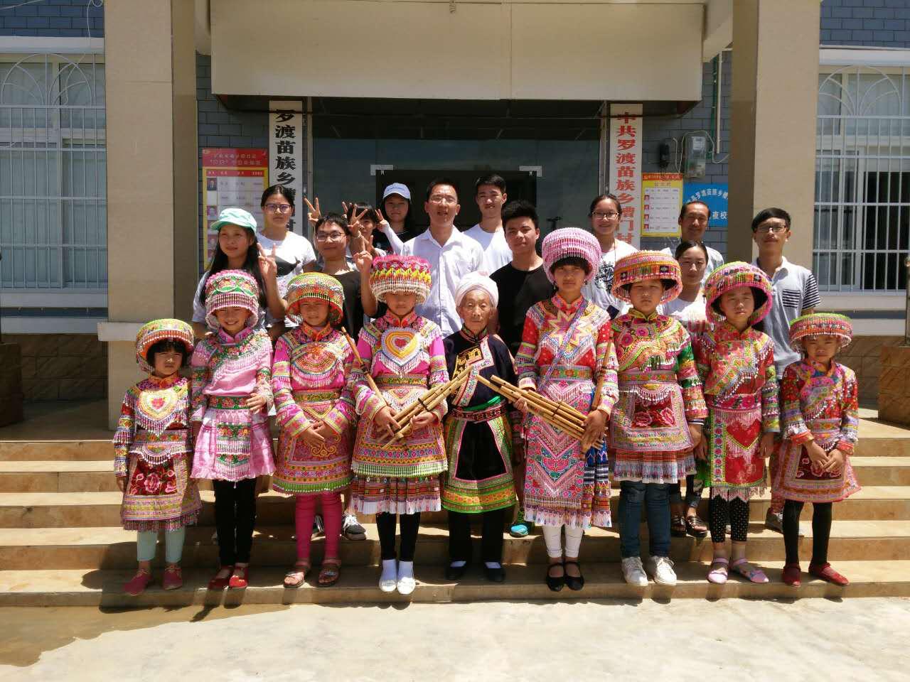 人文学院完成川南少数民族风俗考察社会实践活动